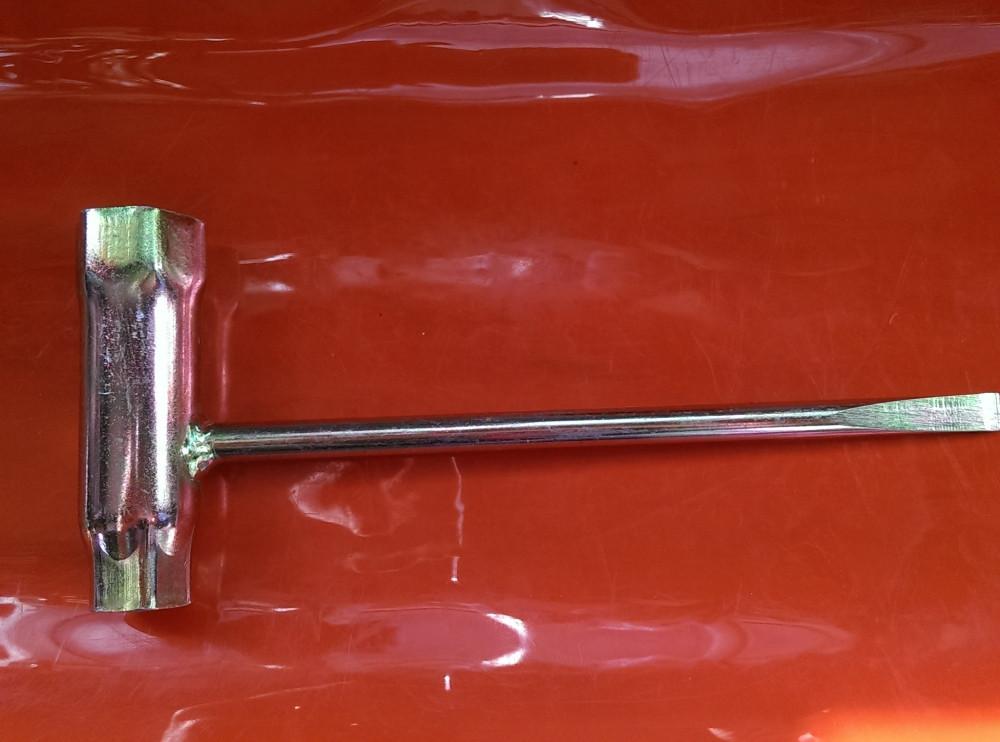 Ключ свечной 13×19 с отверткой для бензопил