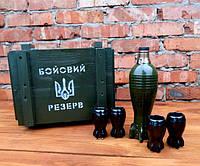 Подарочный набор мужчине Бойовий Резерв штоф Мина в деревянном ящике с рюмками