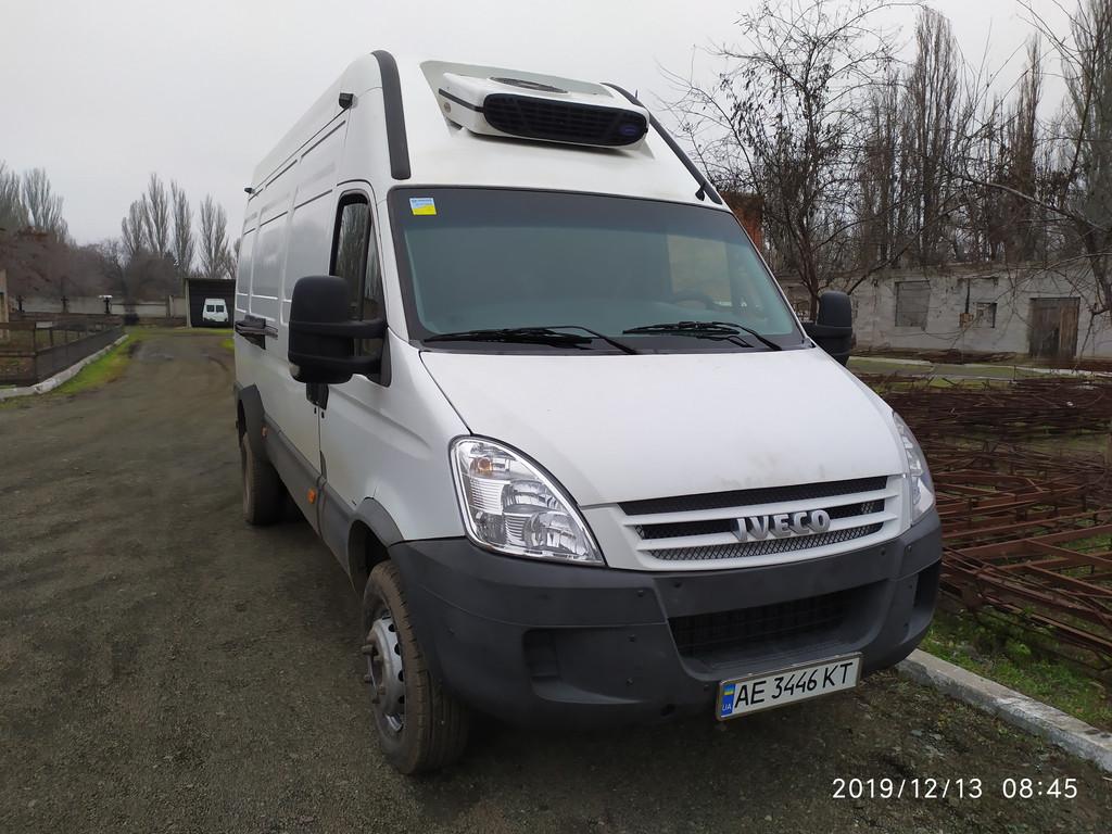 Производство и замена лобового стекла триплекс на автомобиле Iveco Daily 65c18 в Никополе (Украина).