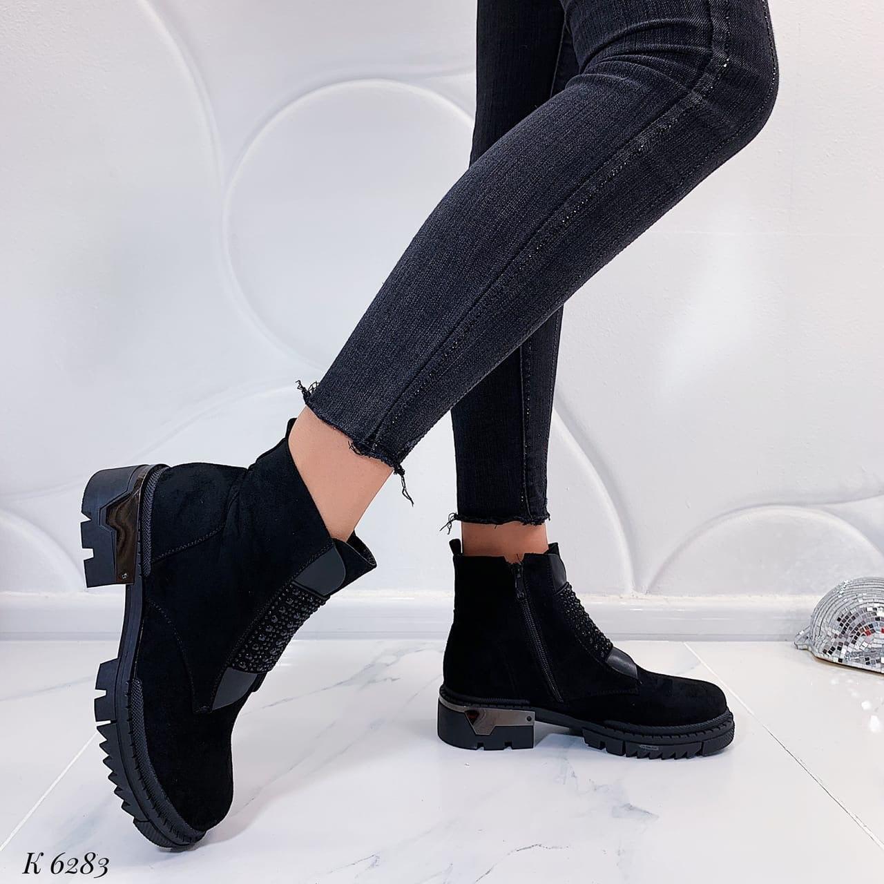 Женские осенние ботинки со стразами черные эко-замш
