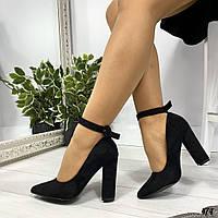 Черные туфли лодочки с ремешком