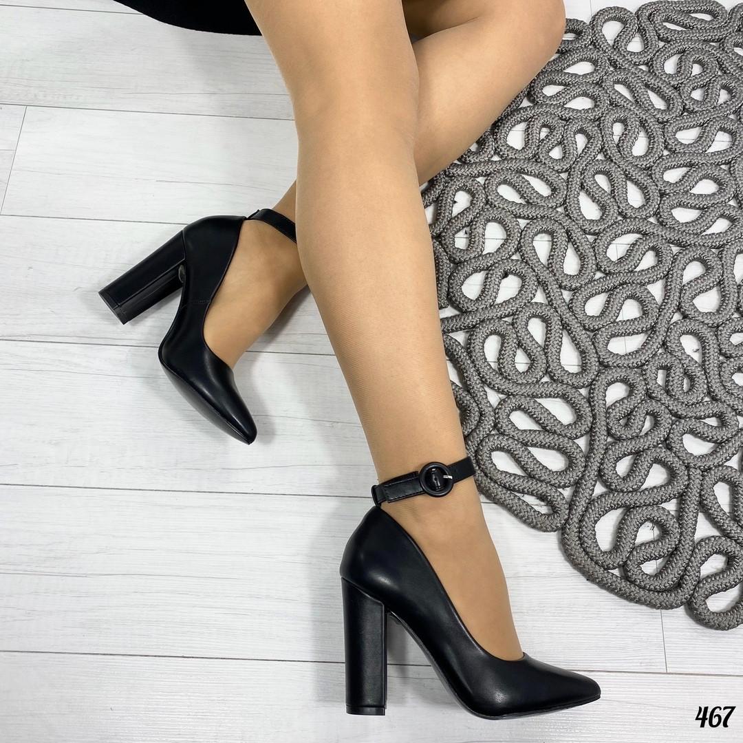 Молодежные туфли на каблуке