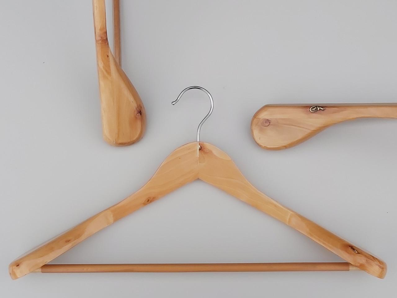 Длина 44,5 см. Плечики вешалки  деревянные светлые широкие с антискользяшей перекладиной