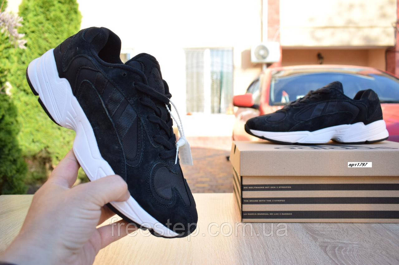 Кроссовки в стиле Adidas Yung  черные на белой, замш