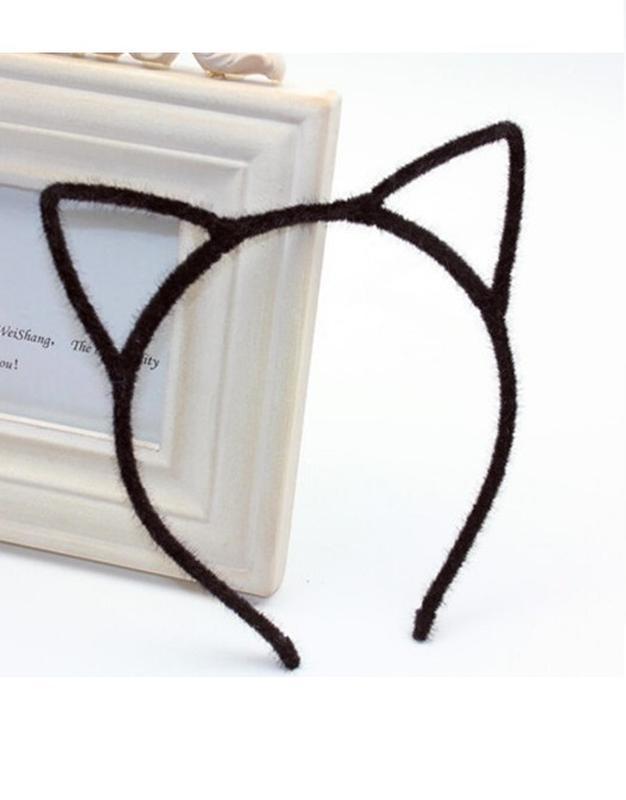Привлекательные ушки кошки Черные