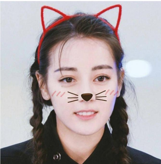 Привлекательные ушки кошки Красные
