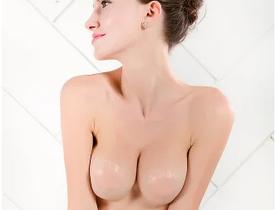 Наклейки на грудь силиконовые.