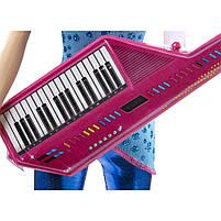 Кукла Барби Зия с клавишной гитарой Рок-принцесса / Barbie in Rock 'n Royals Zia Doll and Keyboard Guitar, фото 3