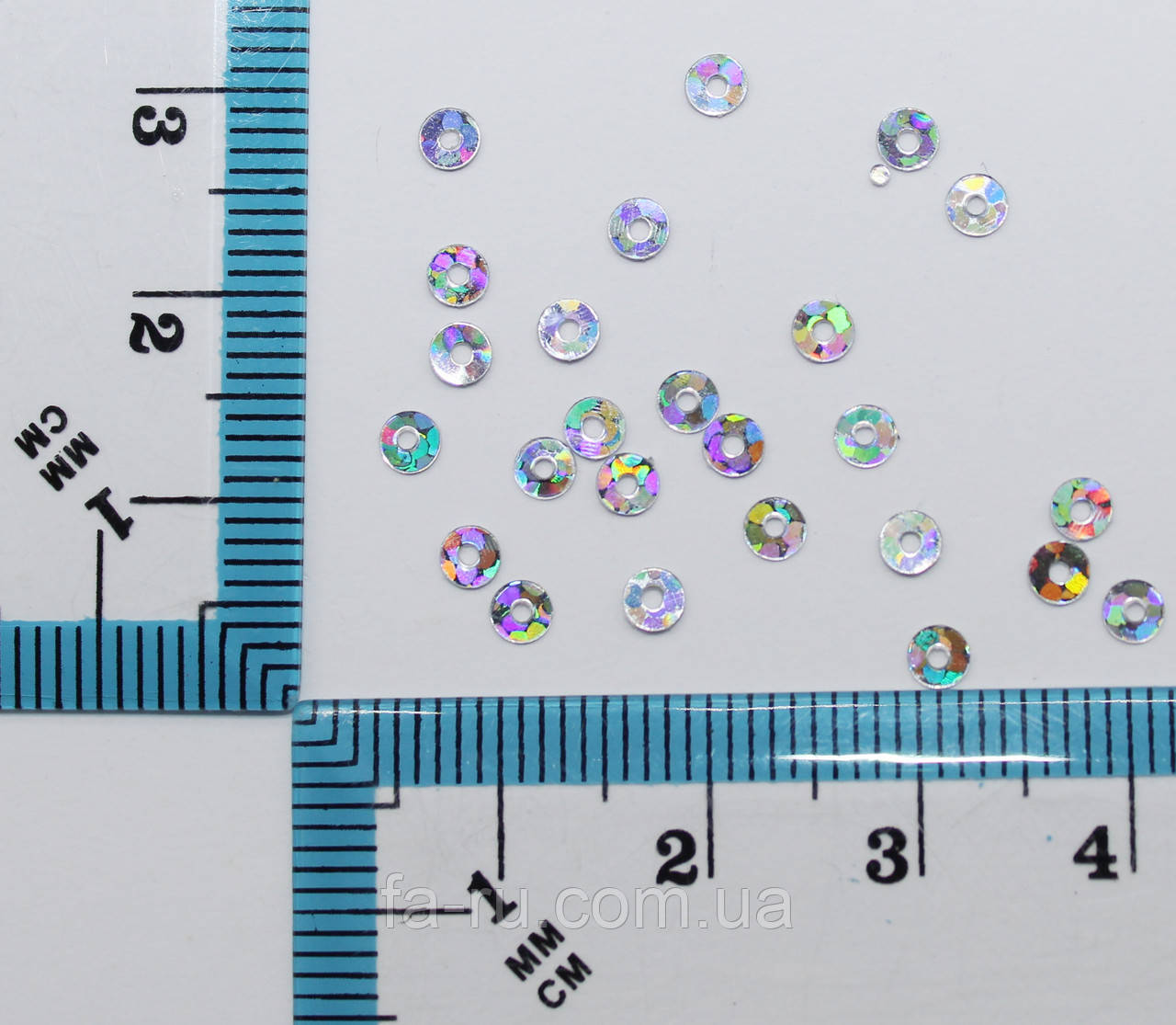 Пайетки круглые с отверстием. Цвет - серебро голограмма, Ø - 3мм, уп/20 грамм. №105