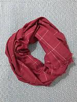 Красный шарф-палантин с золотистыми полосками