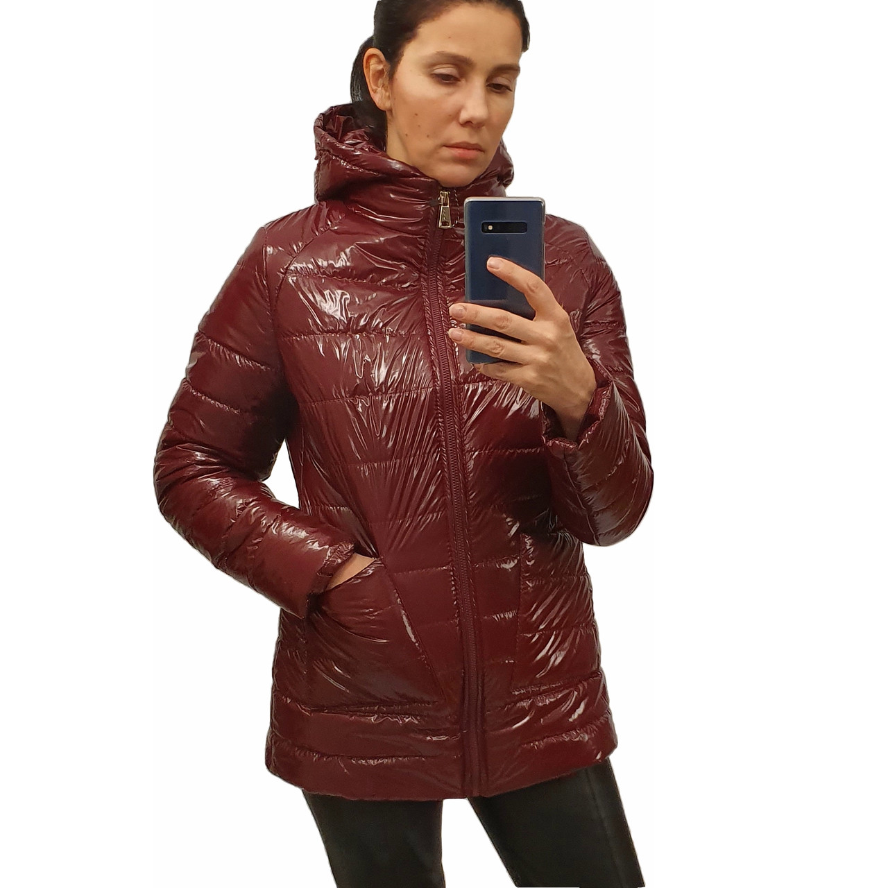 Демисезонная женская куртка с накладным карманом, модель Юлия, бордовый лак, размеры 48 - 54