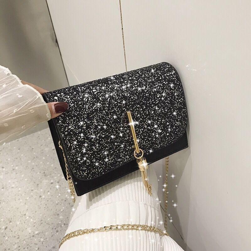 Блестящая черная сумочка с косточкой через плечо