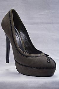 Серые замшевые нарядные туфли Brooman на каблуке и скрытой платформе
