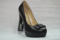 Черные нарядные кожаные туфли Еrisses на каблуке и скрытой платформе