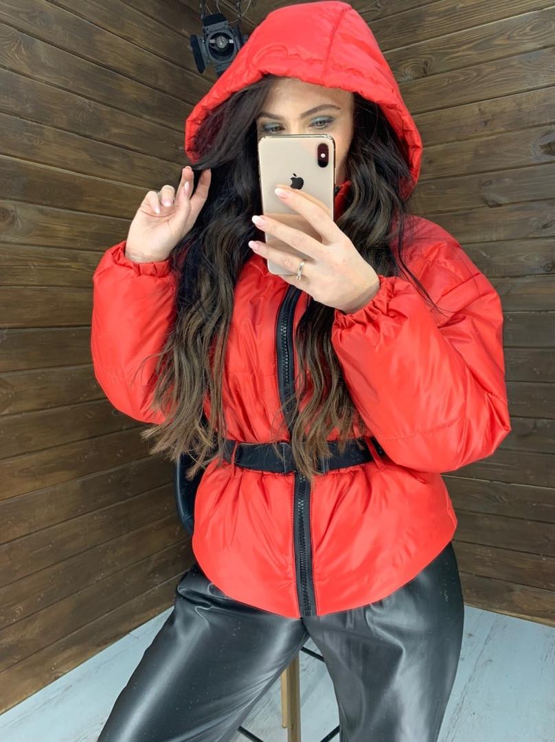 Женская зимняя короткая куртка,красного цвета