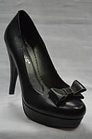 Черные кожаные туфли Erisses  с бантиком, на каблуке и  платформе