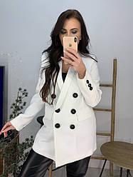 Женский белый пиджак с карманами, декорирован пуговицами