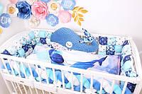 """Комплект в кроватку для новорожденных с бортиками бомбонами, подушка Кит, косичка в синих тонах """"Синий Кит"""""""