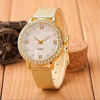 Кварцевые золотистые часы с металлическим ремешком