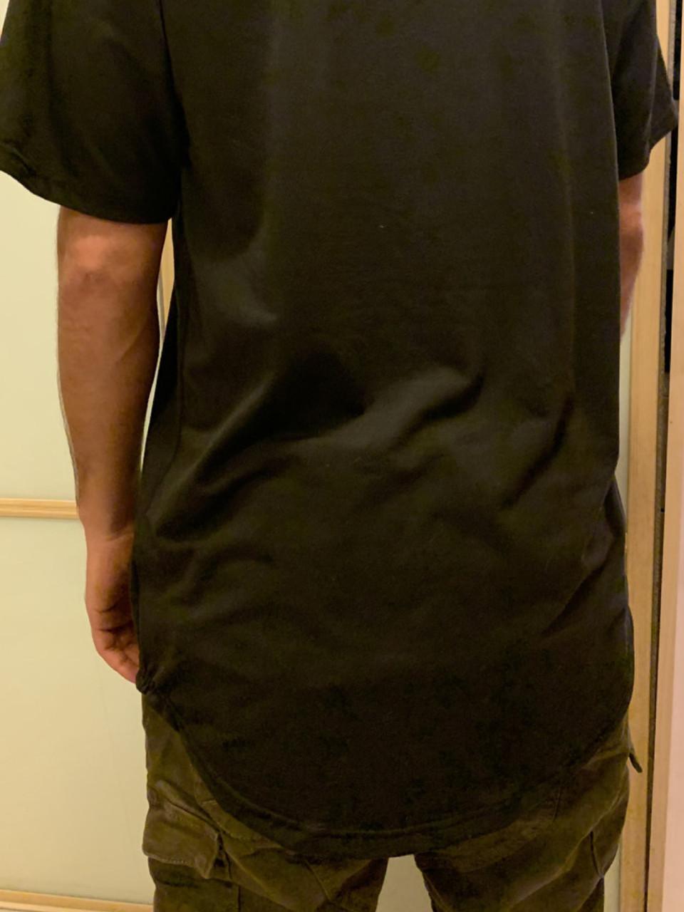 Оверсайз чёрная футболка удлиненная с округлённым низом