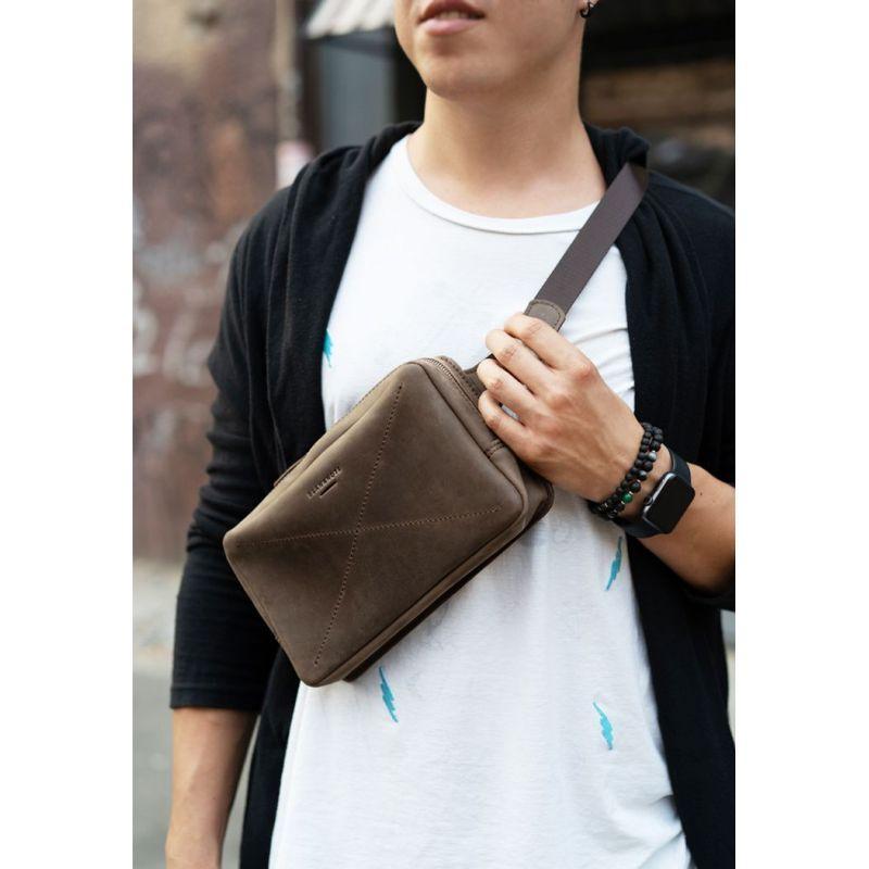 Кожаная поясная сумка Dropbag Maxi темно-коричневая