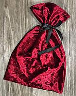 Бордовый велюровый мешочек.