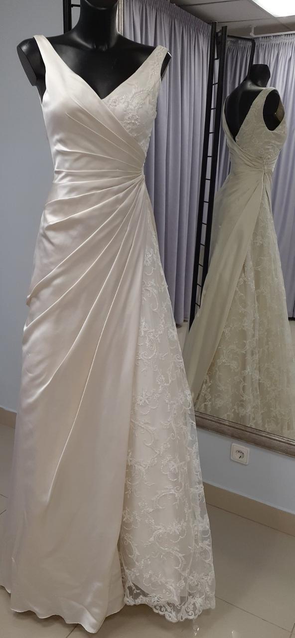 Свадебное атласное платье с кружевом и вышивкой из бисера