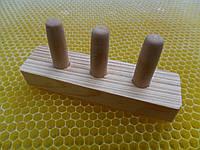 Шаблон для изготовления маточных мисочек.