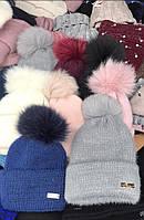 Тепла жіноча шапка з помпоном