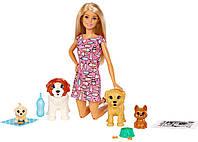 Barbie Барби уход за щенками Детский садик щенков Doggy Daycare Doll Blonde and Pets Playset, фото 1
