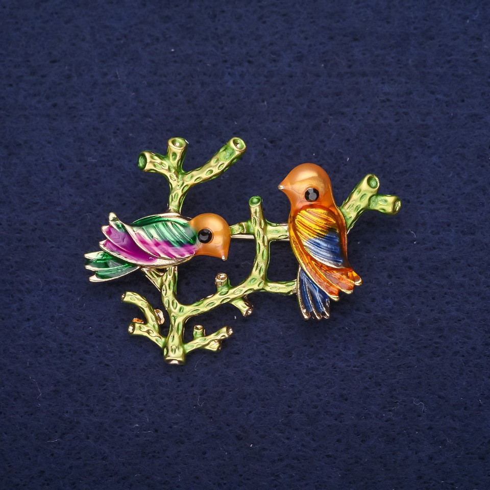 Брошь Птица на ветке эмаль цвет желтый малиновый синий зеленый 40х35мм золотистый металл