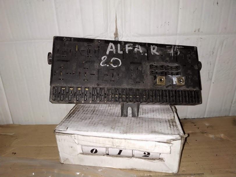 №12 Б/у блок запобіжників 161.04.40.030.00 для Alfa Romeo 75 1985-1992