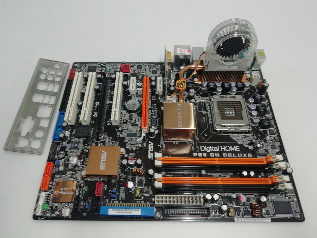Материнская плата Asus P5W DH Deluxe WiFI (s775, i975X, PCI-Ex16, CF)