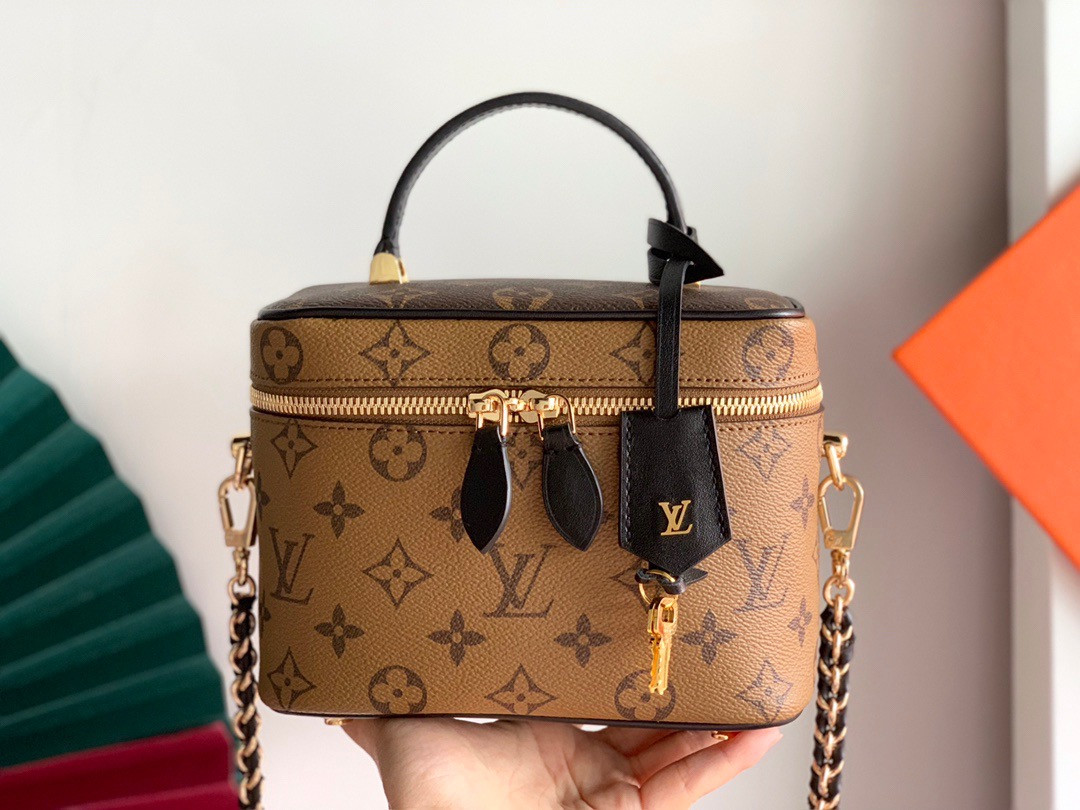 Сумка Louis Vuitton через плече