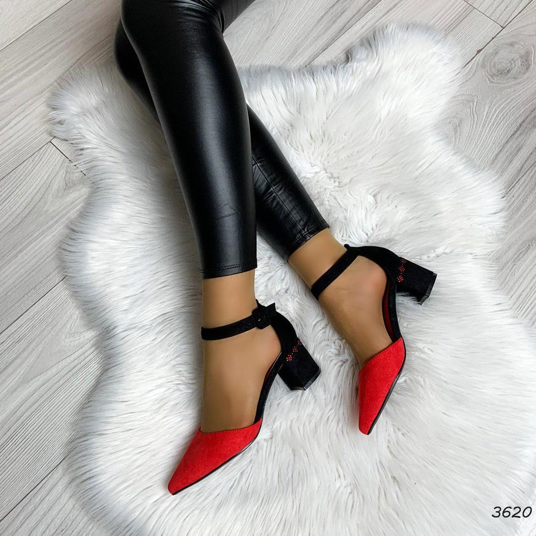 Туфли на среднем каблуке с ремешком