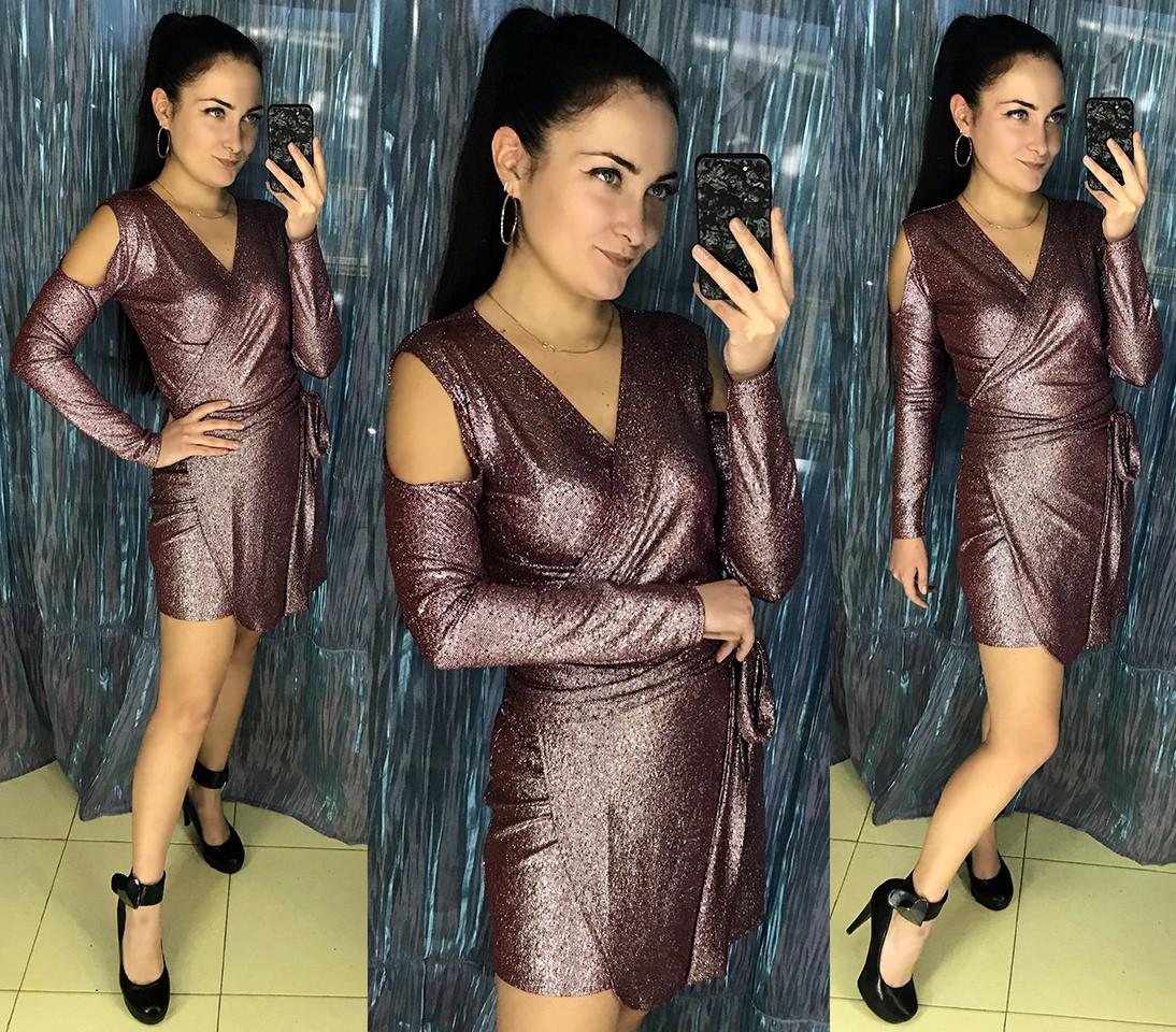 Облегающее мини платье с открытыми плечами