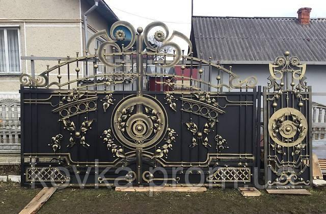 Кованые распашные ворота с калиткой, код: 01108