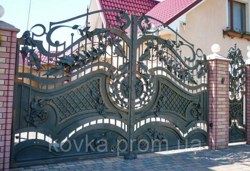 Кованые распашные ворота с калиткой, код: 01113