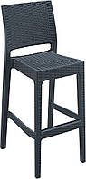 Высокий стул из ротанга
