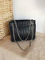 Квадратная плетеная мягкая сумка на тоненькой цепочке черная