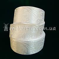 Атласная лента 4 см с орнаментом, белый
