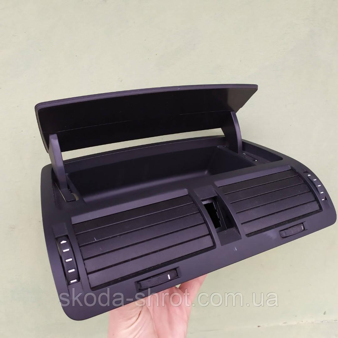 Дефлектор обдува центральный бардачок Октавия А5 1Z0820951
