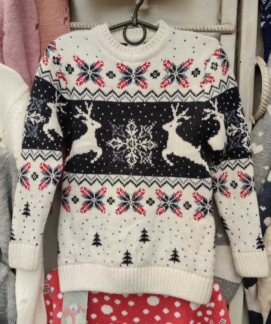 Вязаный свитер детский с оленями на мальчиков