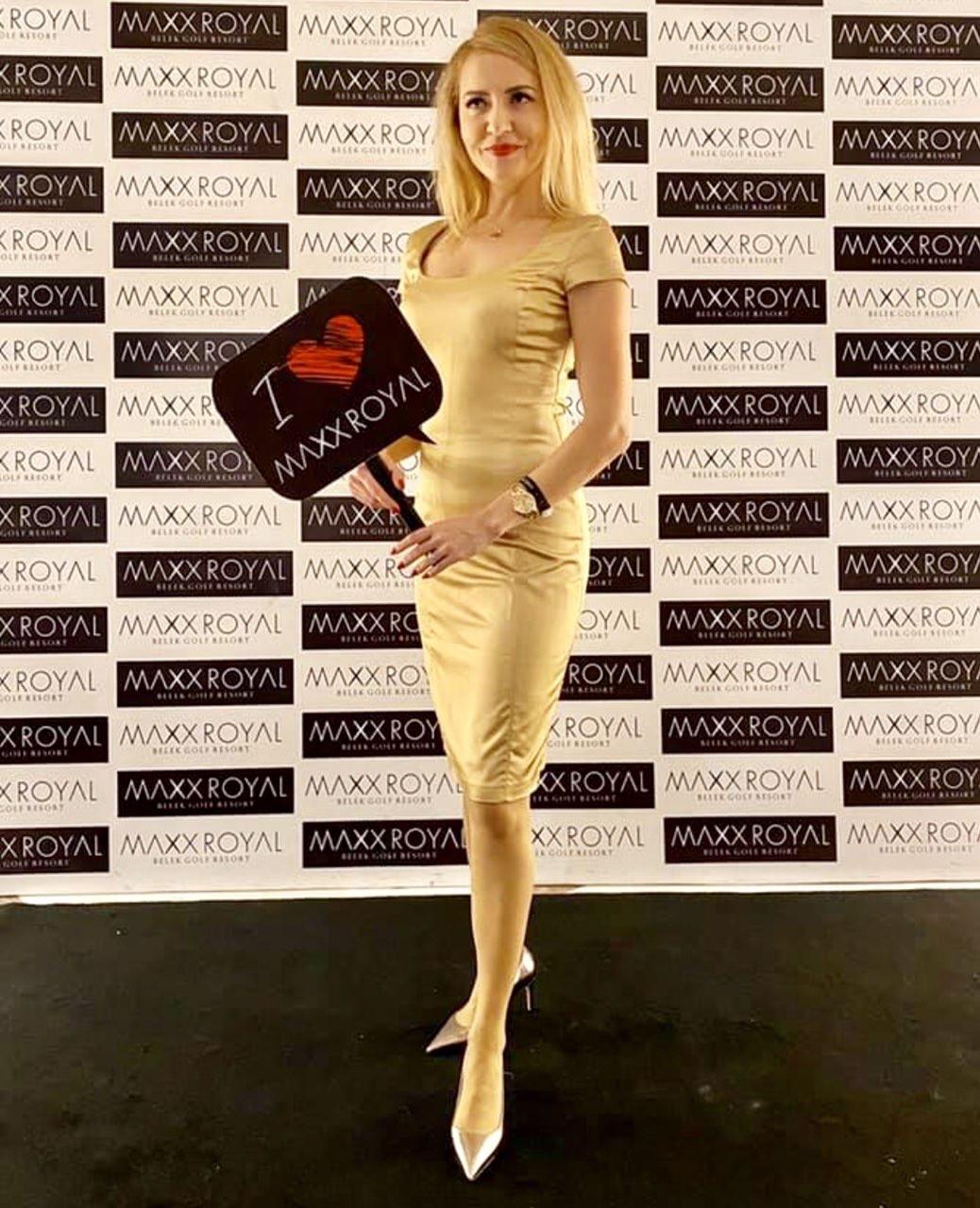 Платье коктейльное Perspective бежевое золотистое