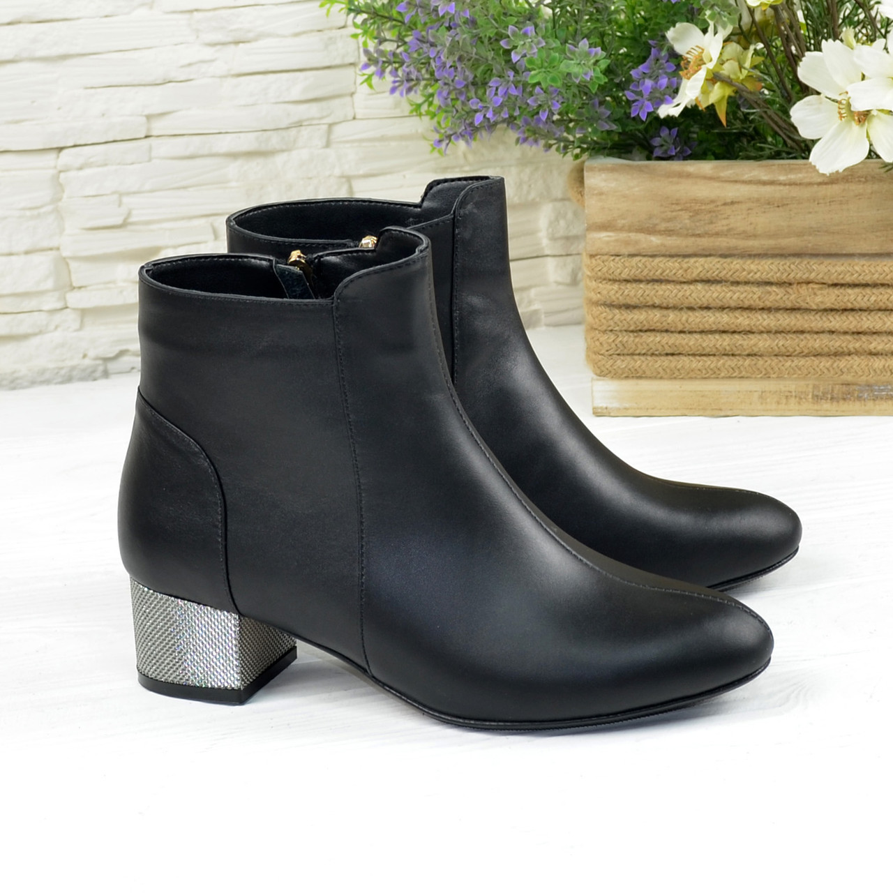 Полуботинки кожаные женские на маленьком каблуке, цвет черный