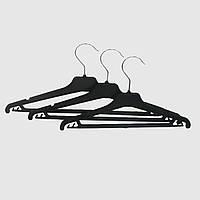Плечики пластмассовые с металлическим крючком для одежды