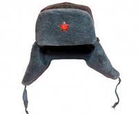 Армейская шапка-ушанка вооружённых сил с кокардой.