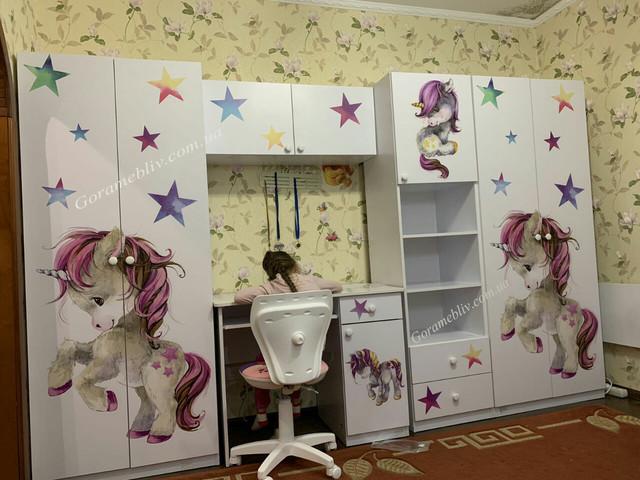"На фото: детская комната ""Малятко"" с рисунком ""Единорог"""