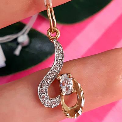 Женский золотой кулон с фианитами и алмазной гранью