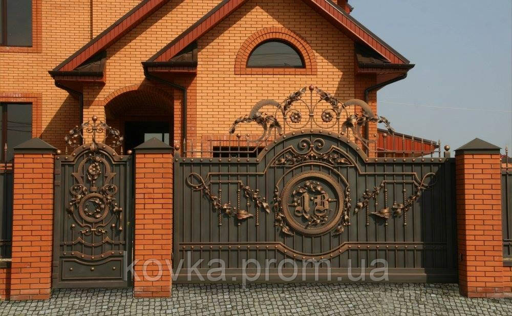 Кованые откатные ворота с калиткой, код: 01144